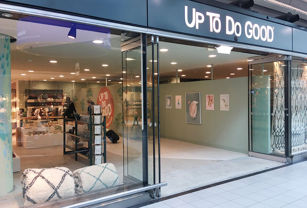 UP TO DO GOOD Schiphol Plaza